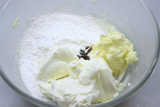 the ingredients for the icing